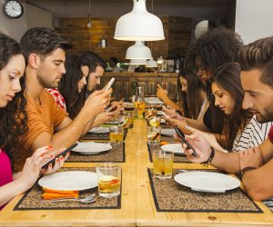 7 Negative Effects of Mobile Phones on Society